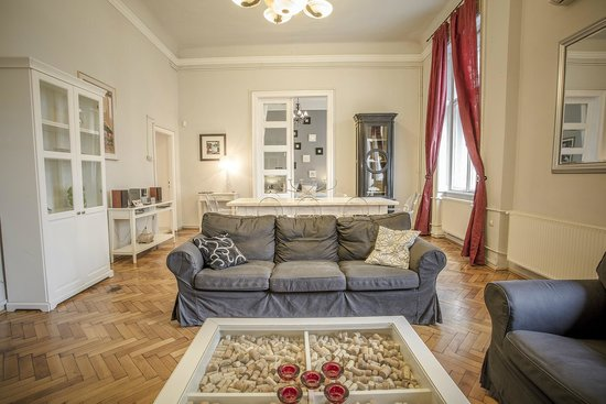Entre Amis Apartments Budapest: Living room and dining area XXL apartment