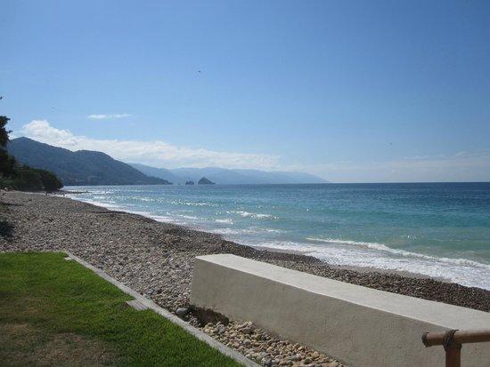 Playa Fiesta BeachClub & Hotel: View from the sun deck.