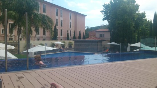 Hotel Isla Mallorca & Spa: Main pool with toilet block