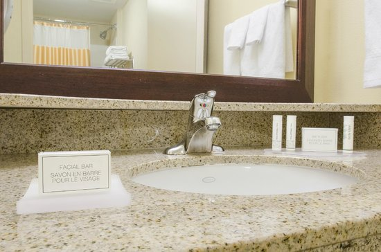 SpringHill Suites Fresno: Bathroom Vanity