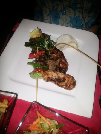 Friends Lounge Bar & Restaurant: Mix grill