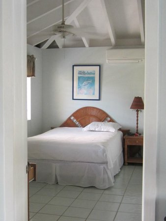 Coconut Coast Villas: Pond side bedroom