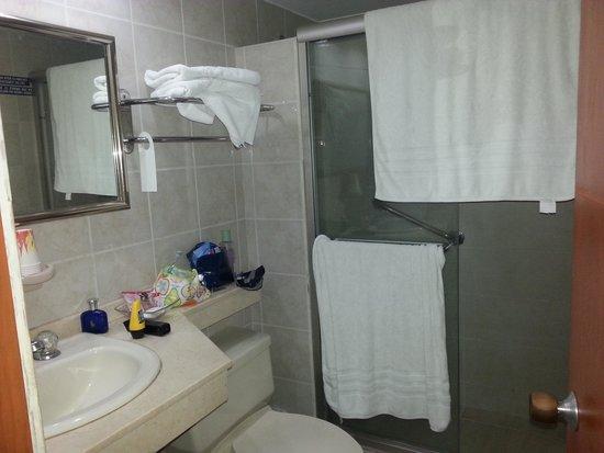 Hotel Bahia Sardina: banheiro
