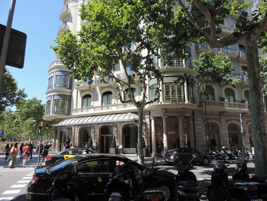 Majestic Hotel & Spa Barcelona : Front of the hotel