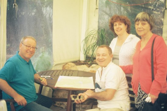 Pina Balev : Kobi with guests Sheila, Roger and Abi Levitt in the conservatory