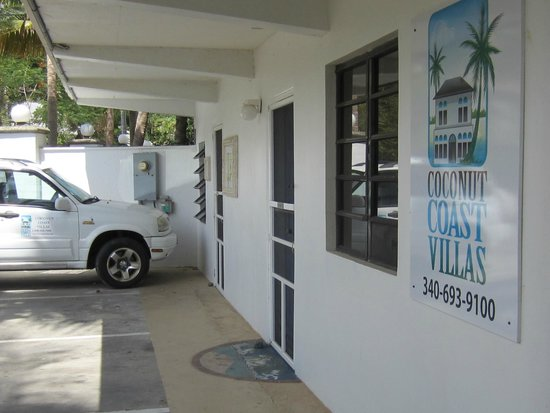 Coconut Coast Villas: The entrance