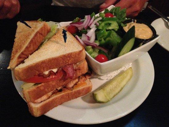 The Cobblestone Public House: Club sandwich
