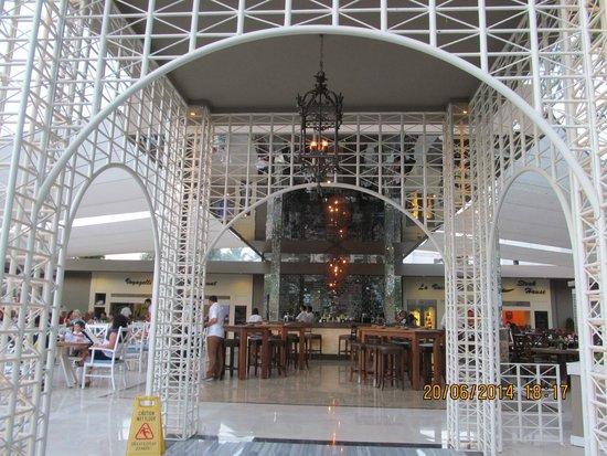 Voyage Torba: Mirrored ceiling bar near the beach