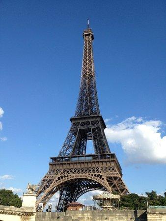 Le VIP Paris Yacht Hotel : Tour Eiffel vue du Yacht