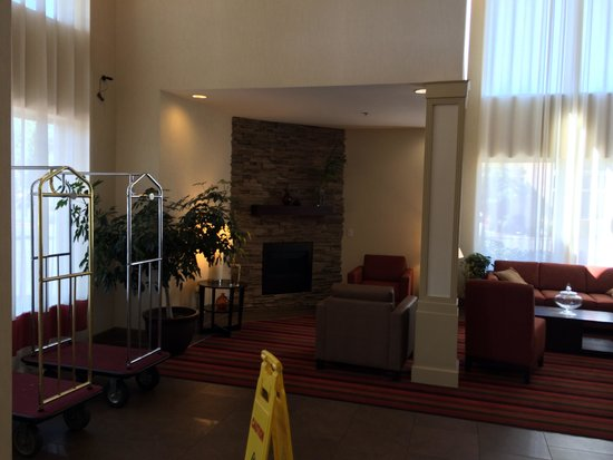 Four Points by Sheraton Portland East: ロビー