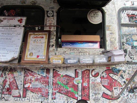 Giovanni's Shrimp Truck: 「きたなとらん」の認定証が