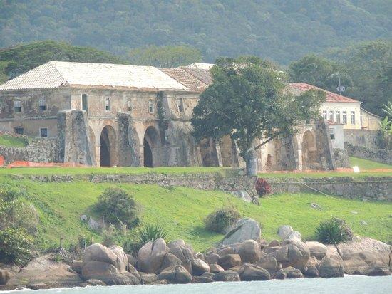 Santa Cruz de Anhatomirim Fortress : Vista de longe