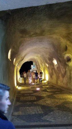 Praia dos Pescadores: Tunnel