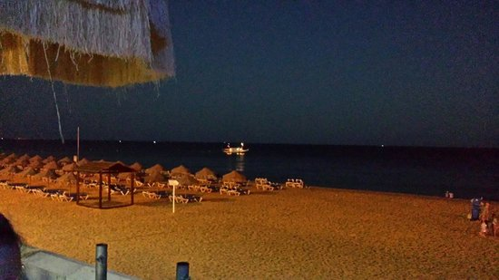 Praia dos Pescadores: View at night