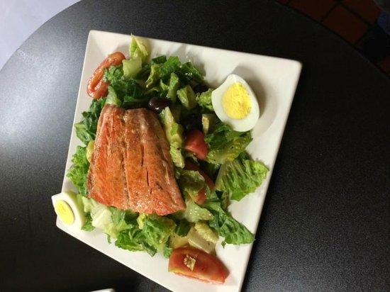 Denallis Grill and Bar: Salmon Nicoise Salad
