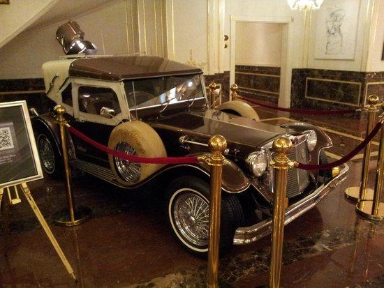 Wyndham Grand Regency Doha: car in the lobby