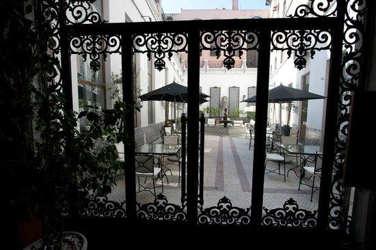 Hotel Infante Sagres : Courtyard
