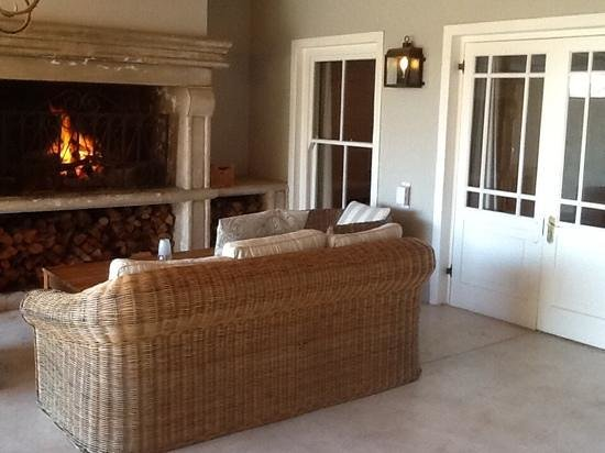 La Petite Ferme : the outside fireplace in the Veranda suite