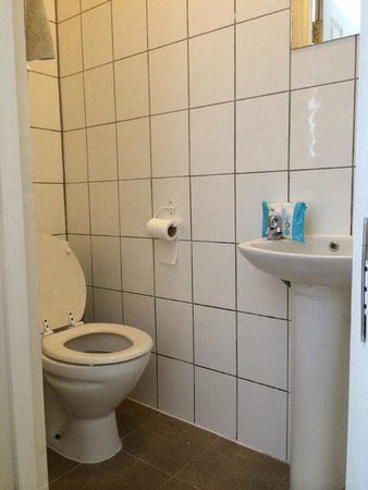 Havering Guest House: Bathroom
