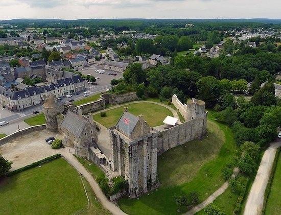 Auberge du vieux chateau saint sauveur le vicomte - Piscine saint sauveur le vicomte ...