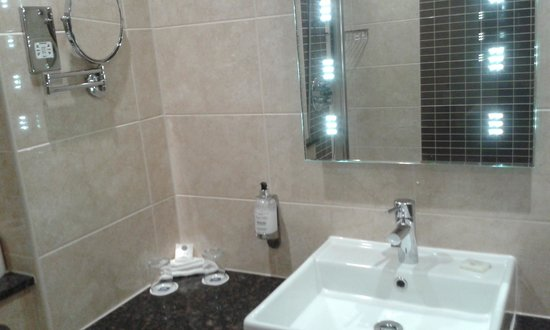 Best Western Plus Stoke on Trent Alsager Manor House Hotel: Bathroom 3