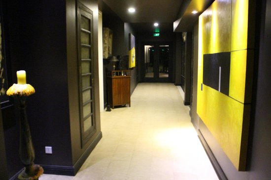 Shinta Mani Resort: Hotel corridor