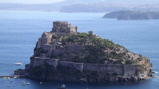 Hotel La Capannina: vista do castelo da cantina