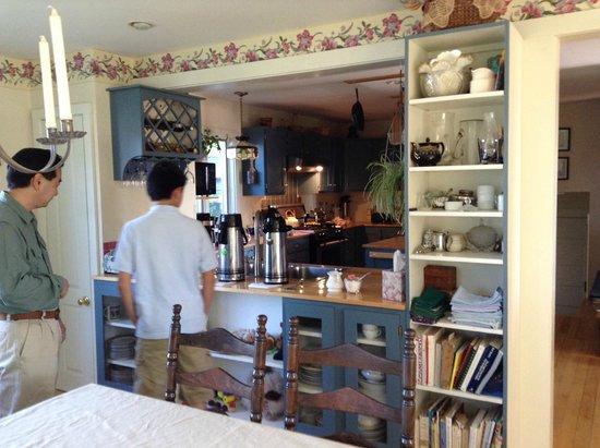 Cummington, Μασαχουσέτη: ダイニングルームのコーヒーカウンター