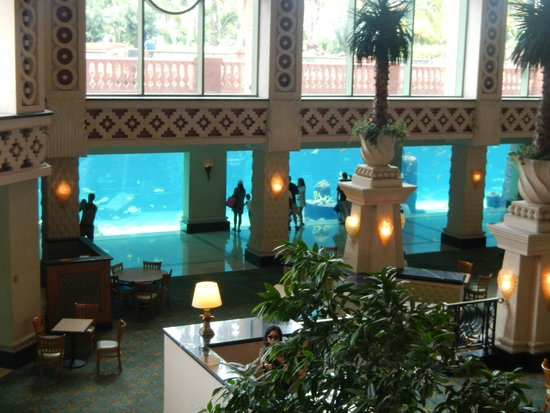 Atlantis, Royal Towers, Autograph Collection: Aquarium in the Lobby