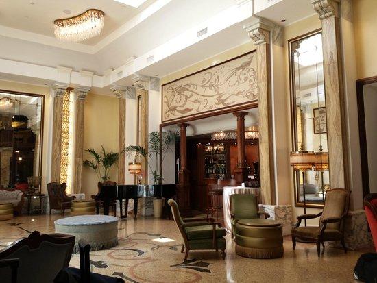 Grand Hotel Savoia : The art nouveau lobby. Grand!