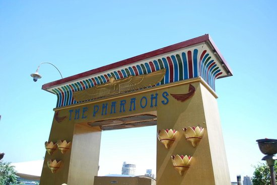 Nile Pharaohs Cruising Restaurant : Entry pylon.