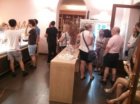 Gelateria Santa Trinita : Short line at the door