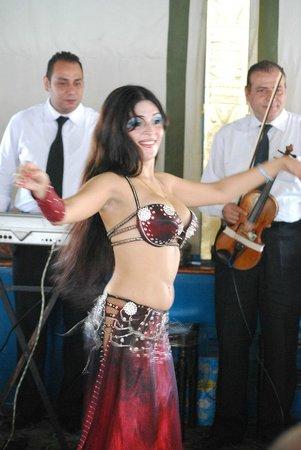 Nile Pharaohs Cruising Restaurant : Belly Dancer