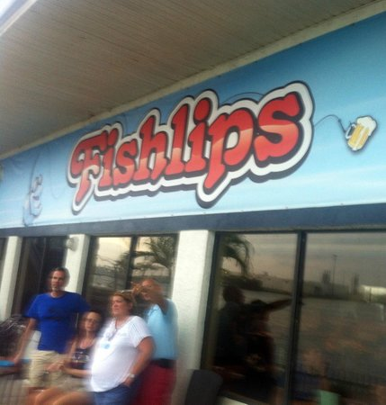 Fishlips Waterfront Bar & Grill: Fishlips in the rain.