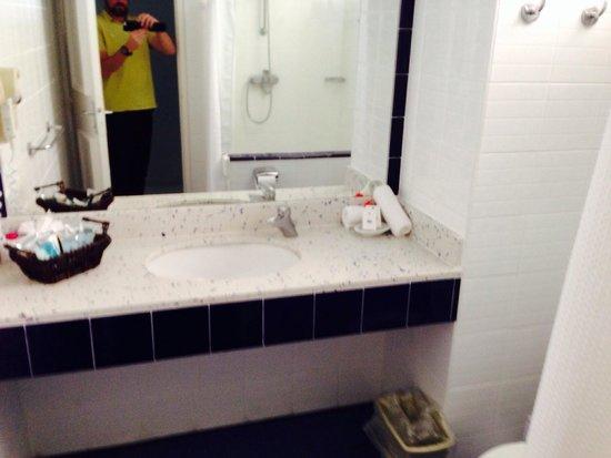 Coconut Bay Beach Resort & Spa: Spotless bathrooms