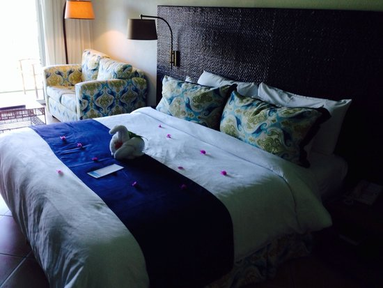 Coconut Bay Beach Resort & Spa: Well made up bed room with great sea views
