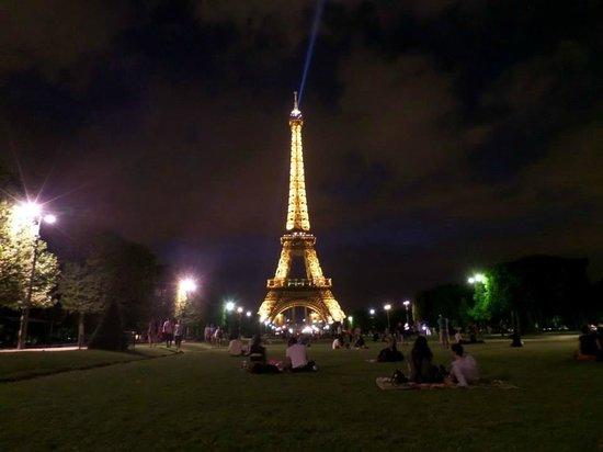 Tour Eiffel : .