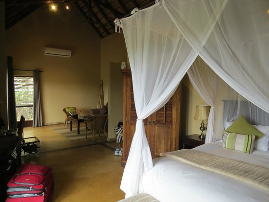 Elephant Plains Game Lodge: Our suite