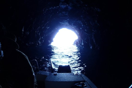Na Pali Experience : inside a sea cave looking out