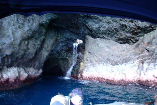 Na Pali Experience : many waterfalls at sea cave entrance
