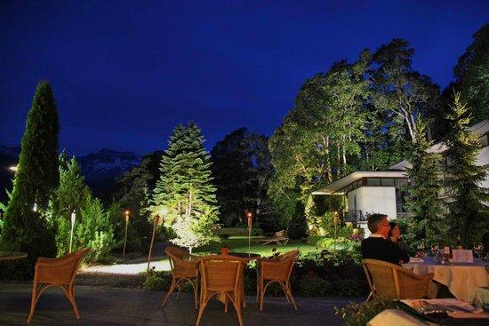Parkhotel Bellevue: Sicht von der Terasse bei Nacht