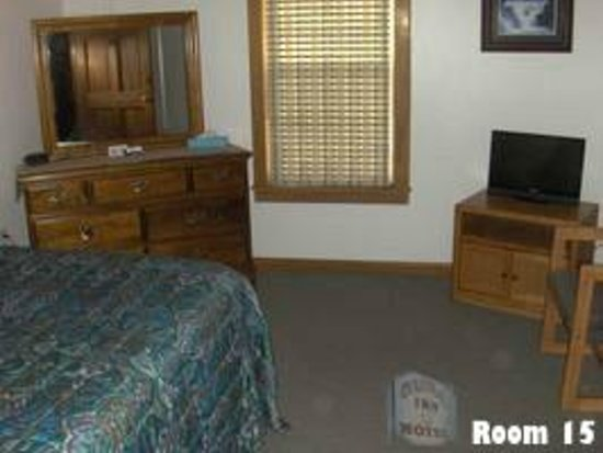Room 15 at the Colonial Inn & Motel