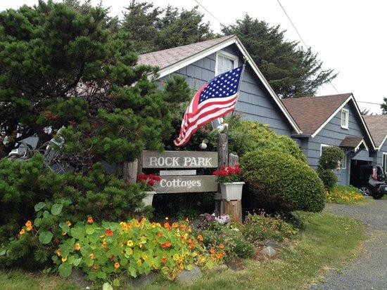 Rock Park Cottages: Entry/Driveway