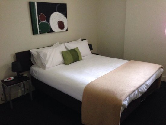 Plum Carlton Serviced Apartments Melbourne : Double bedroom