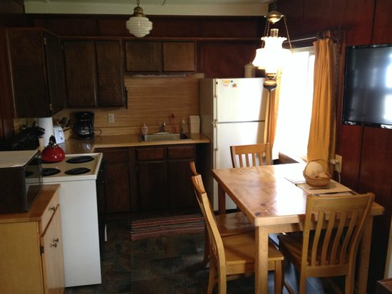 Rock Park Cottages: Kitchenette