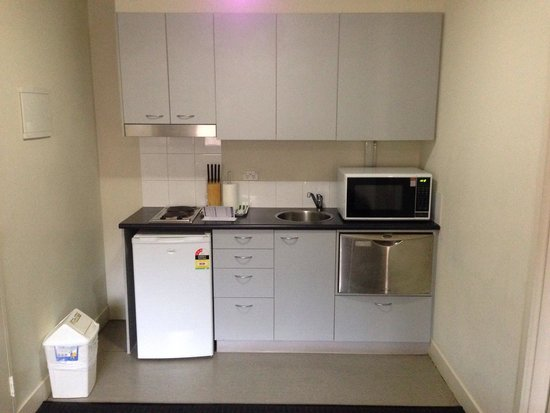 Plum Carlton Serviced Apartments Melbourne : Kitchenette