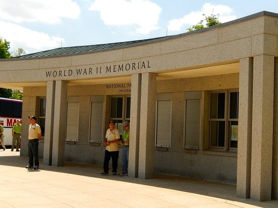 National World War II Memorial: WW II Memorial - part of the area, there is MUCH more to see
