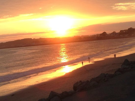 Landis Shores - An Oceanfront Bed and Breakfast Inn: Sunset from the balcony