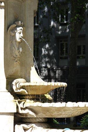 Paseo del Prado: Detalle de una de las fuentes