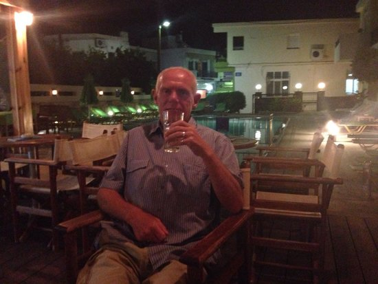 Olive Grove Apartments: Stephen at the bar of the olive grove